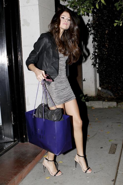 Selena Gomez - upskirt leaving a salon (15)