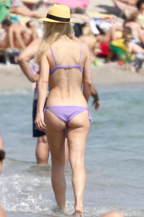 MichelleHunziker_Bikinicandids_VarigottiItaly (10)