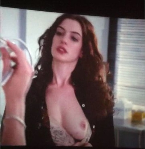 Anne Hathaway - Love & Other Drugs 07