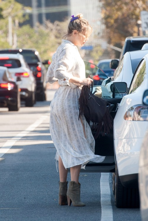 kate-hudson-out-for-lunch-in-downtown (7)