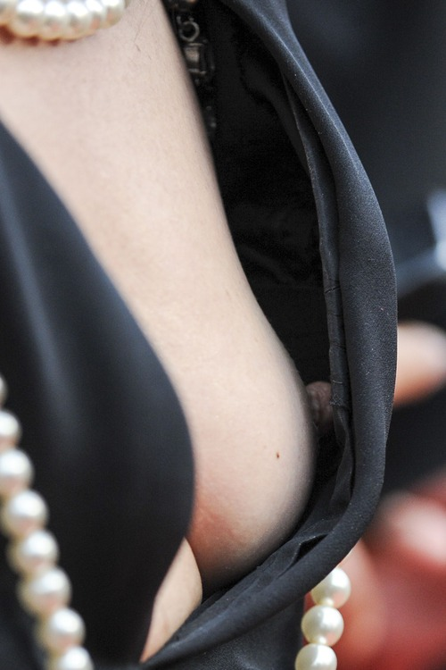 Elsa-Zylberstein-Nipple-Slip-8