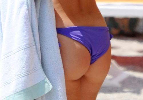 MichelleHunziker_Bikinicandids_VarigottiItaly (6)