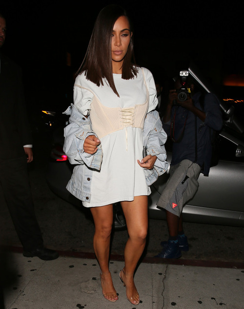 Kim Kardashian Seen at Kylie's Birthday party (5)