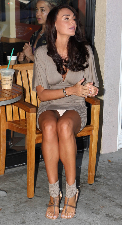 Tamara Ecclestone - upskirt outside Starbucks (4)