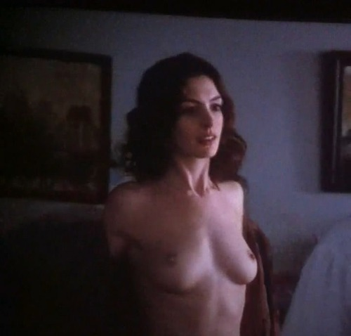 Anne Hathaway - Love & Other Drugs 11