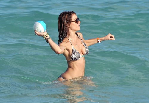 Maria Menounos -  Sexy bikini in Miami Beach (7)