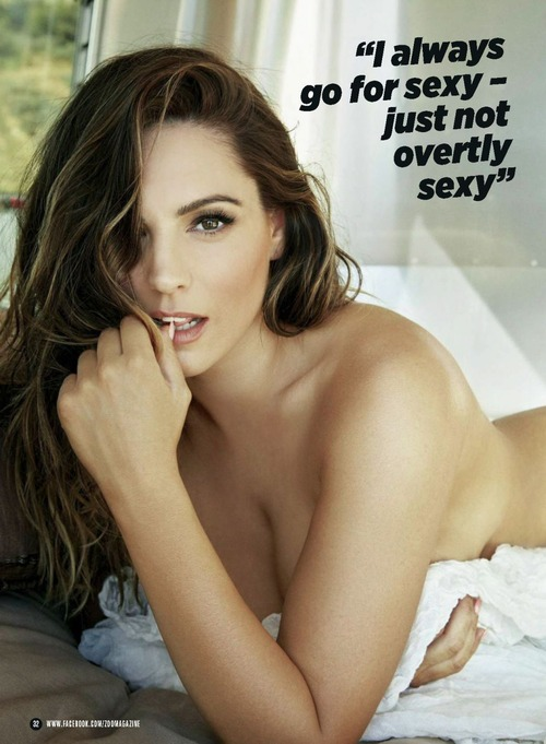 Kelly Brook  52