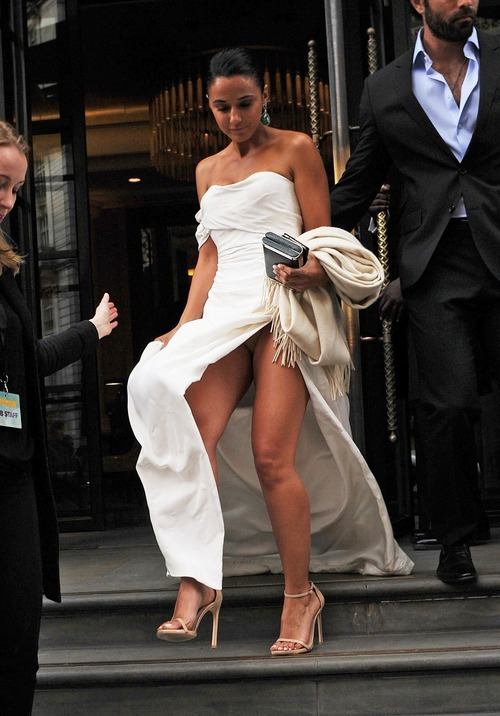 Emmanuelle Chriqui panty Upskirt (1) (2)