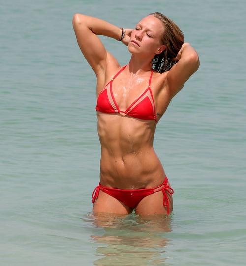 chloe-madeley-in-bikini-on-the-beach-in-dubai-06-02-2015_1