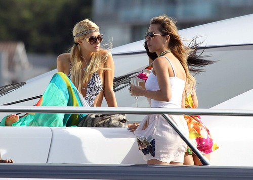 Paris Hilton enjoyed an afternoon in Sydney (2)