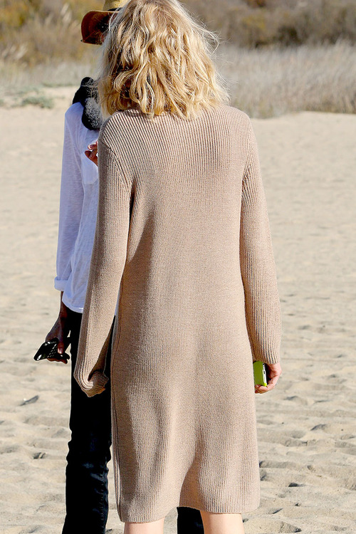 Naomi-Watts-Panty-Peek-While-Filming-A-Commercial-In-Malibu-08