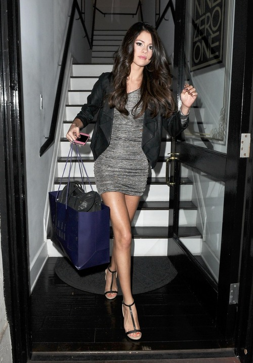 Selena Gomez - upskirt leaving a salon (12)
