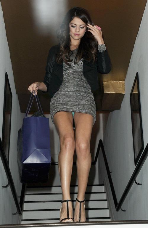 Selena Gomez - upskirt leaving a salon (8)