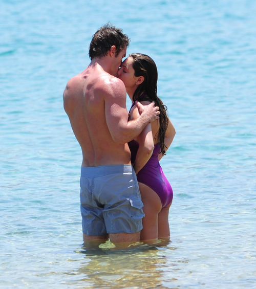 Kelly Brook in purple swimsuit on holiday (4)