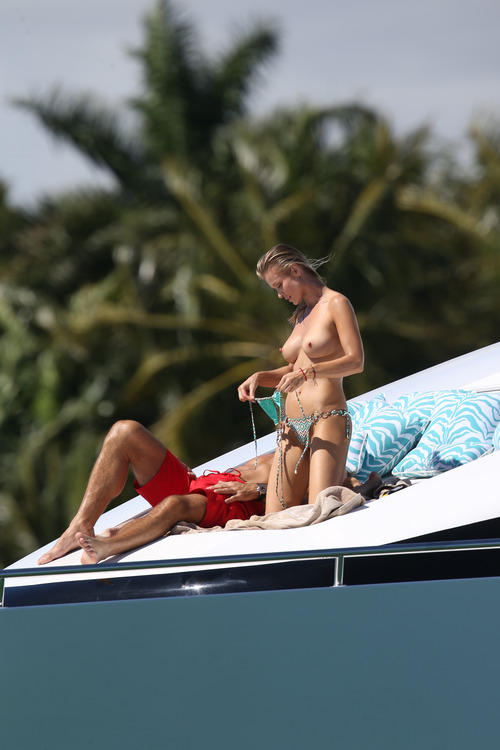 Joanna Krupa Topless in Miami on Feb 22006