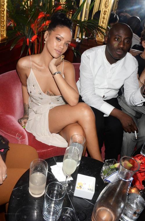 Rihanna – Party (2)