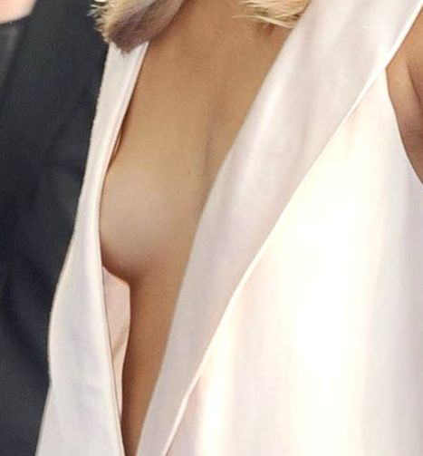 Suki_cleavage_pan__81_z