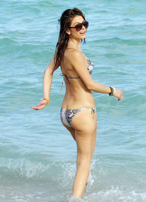 Maria Menounos -  Sexy bikini in Miami Beach (6)