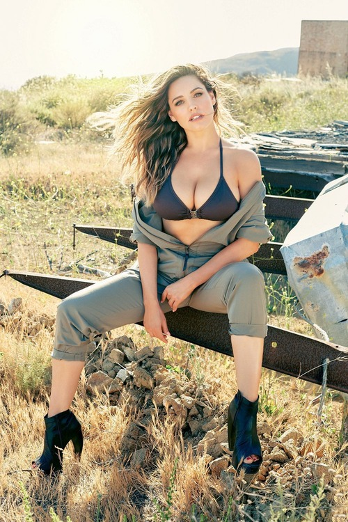 Kelly-Brook-2016-Calendar-Preview-4