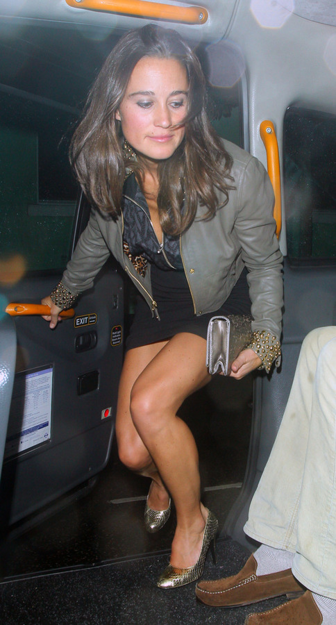 Pippa Middleton outside a nightclub in London (3)