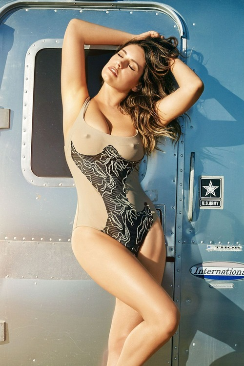 Kelly-Brook-2016-Calendar-Preview-5