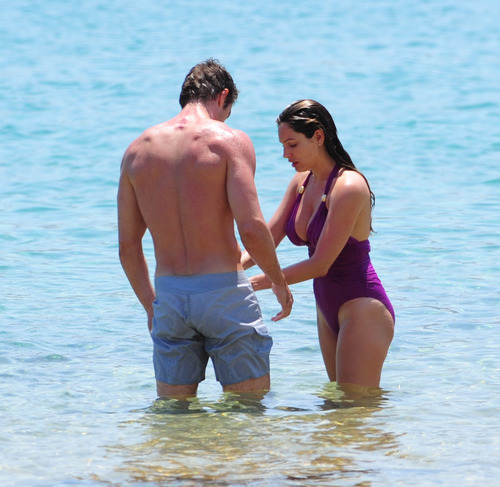 Kelly Brook in purple swimsuit on holiday (2)