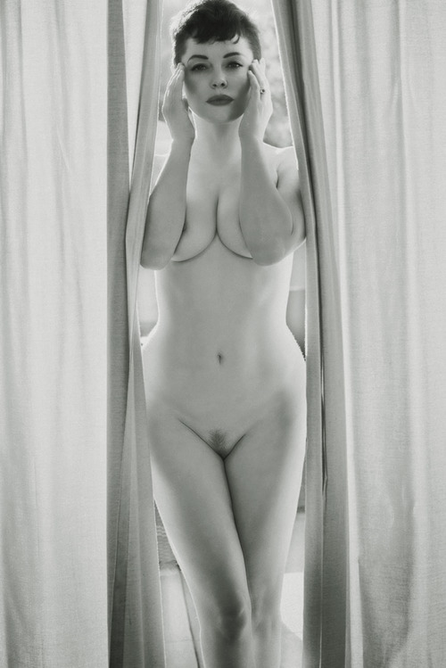 Rose Mcgowan Nude Photoshoot