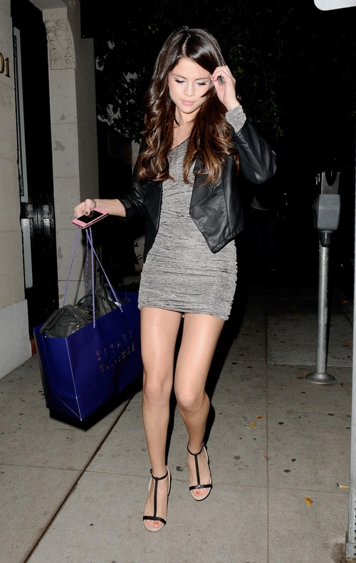 Selena Gomez - upskirt leaving a salon (16)