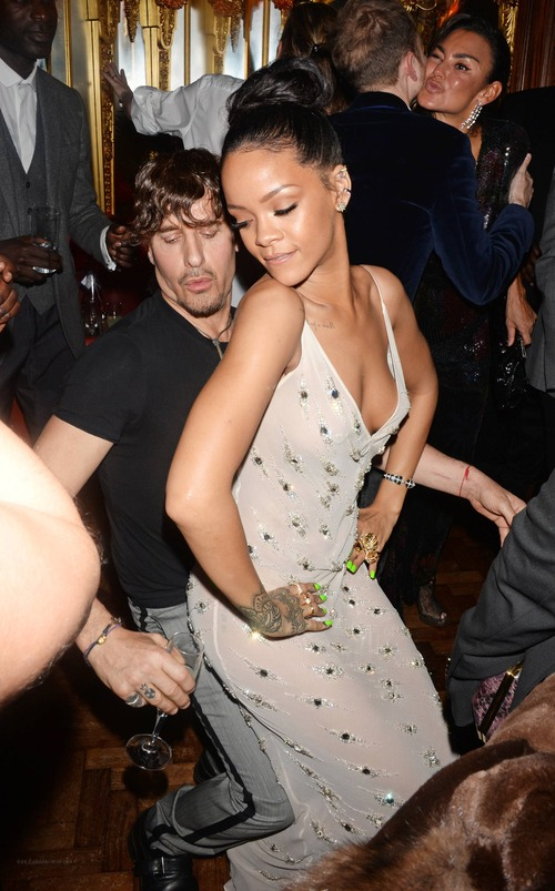 Rihanna – Party (1)
