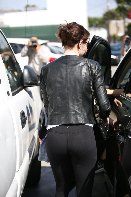 Emma Stone leaving a Gym 3/30/16