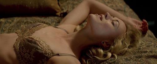 Yvonne-Strahovski-Nude-16