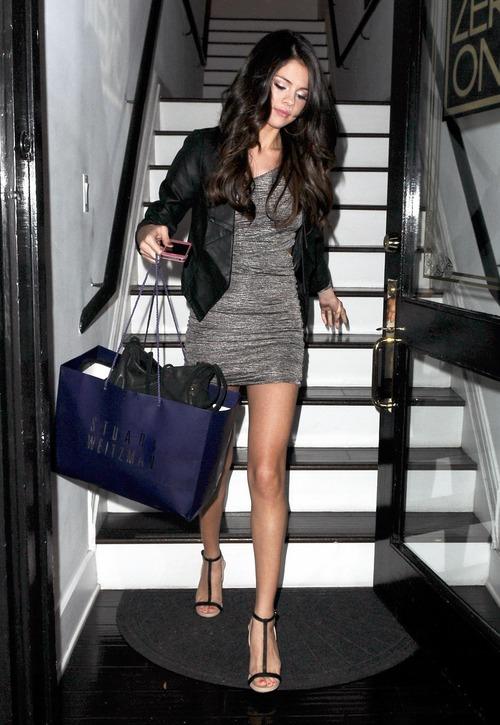 Selena Gomez - upskirt leaving a salon (10)