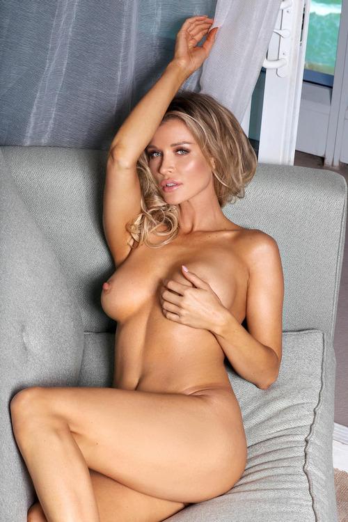 全裸ヌード!ジョアンナ・クルーパが 「マキシム誌12月号」で脱いだ