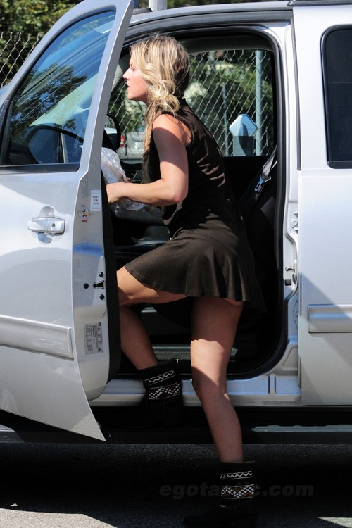 Ali Larter short skirt - Aug 31