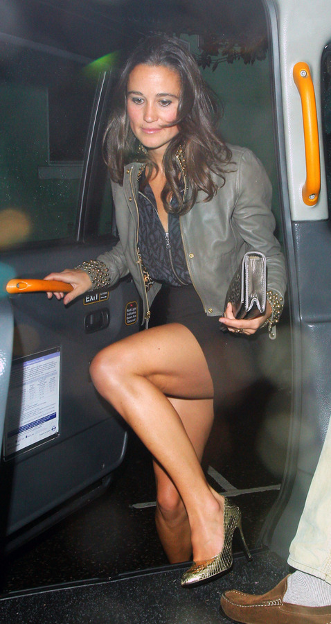 Pippa Middleton outside a nightclub in London (2)