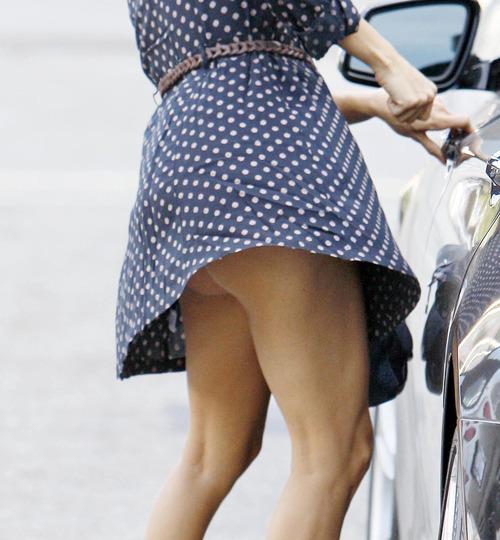 Eva Longoria - windy upskirt in Beverly Hills (1)
