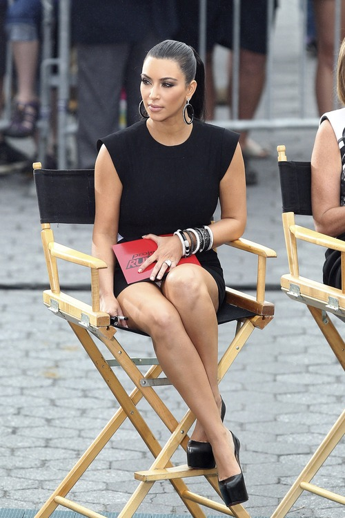 Kim Kardashian – Upskirt Project Runway in New York (12)