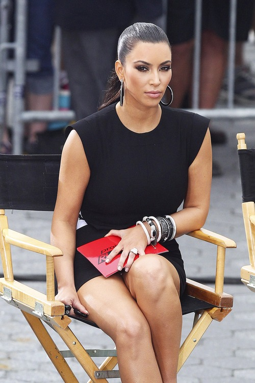 Kim Kardashian – Upskirt Project Runway in New York (5)
