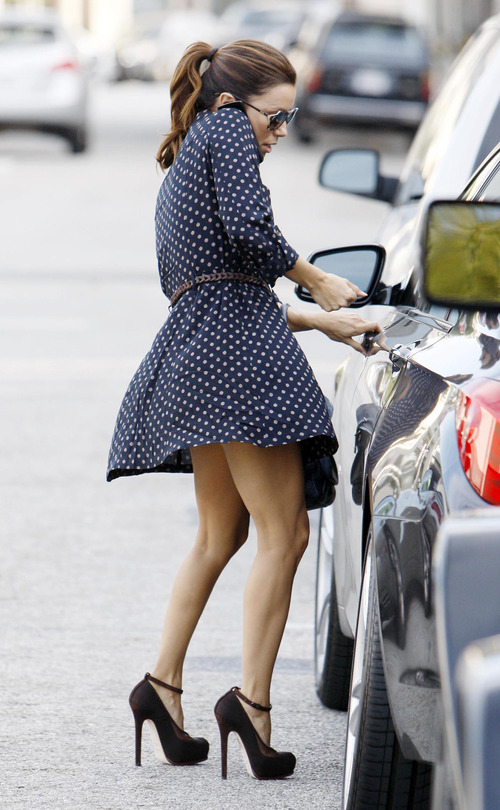 Eva Longoria - windy upskirt in Beverly Hills (4)