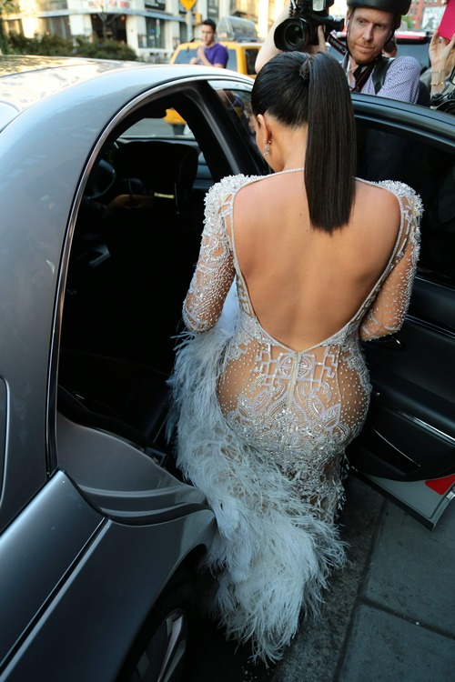 Kim_Kardashian_heads_to_the_2015_Met_Gala_May_4-2015_012