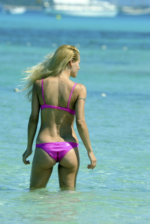 Michelle Hunziker Bikini Jun 28 2011 (5)