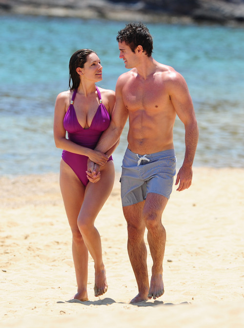 Kelly Brook in purple swimsuit on holiday (7)