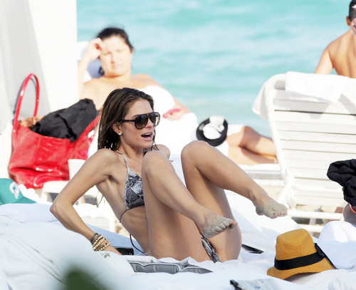 Maria Menounos -  Sexy bikini in Miami Beach (3)