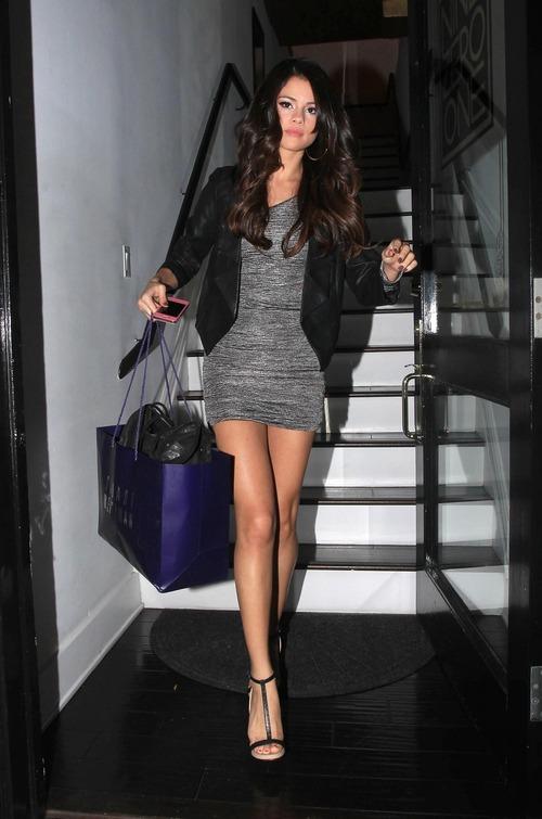 Selena Gomez - upskirt leaving a salon (13)