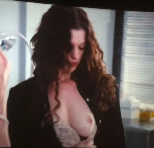 Anne Hathaway - Love & Other Drugs 06