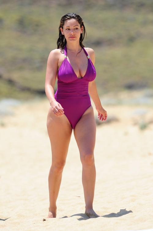 Kelly Brook in purple swimsuit on holiday (11)