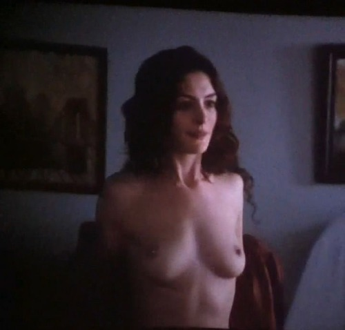 Anne Hathaway - Love & Other Drugs 12