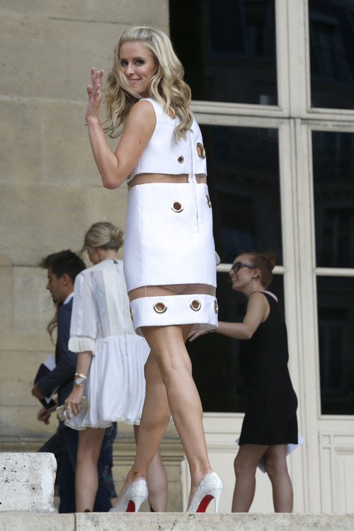 Nicky Hilton Upskirt Paris Fashion Week (15)