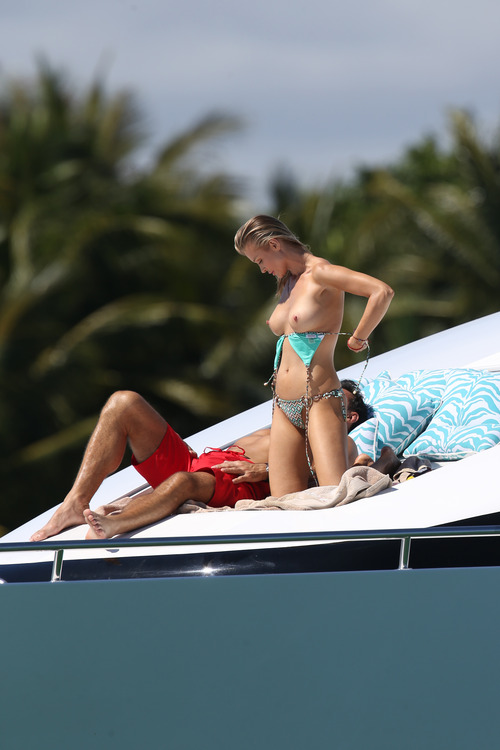 Joanna Krupa Topless in Miami on Feb 22008