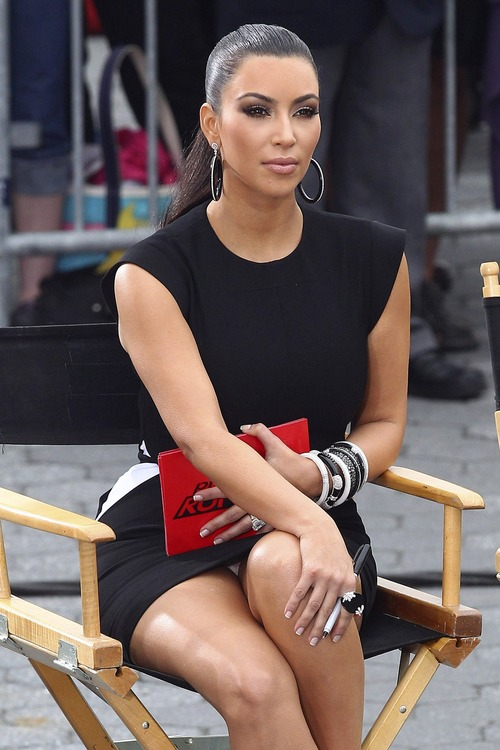 Kim Kardashian – Upskirt Project Runway in New York (2)